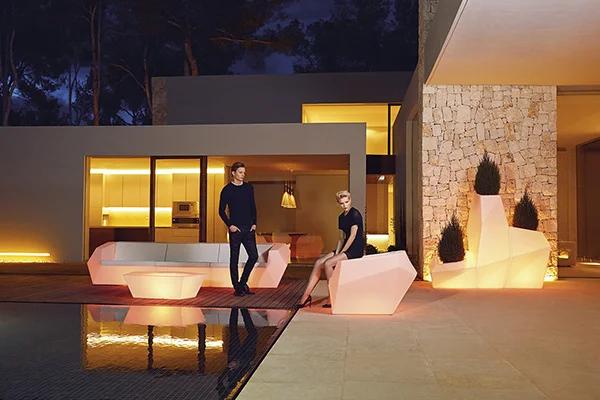 light-up-furniture-ligthing-lamps-sofas-planters-faz-ramon-esteve-vondom